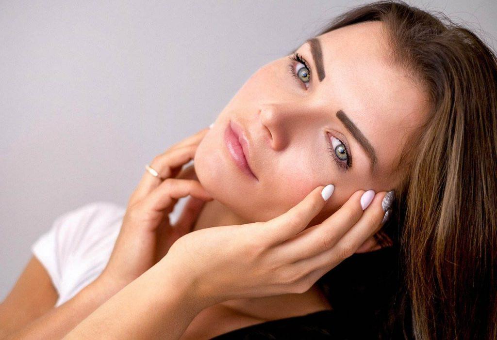 Shiseido cosméticos para el cuidado del cutis y para exaltar la belleza femenina